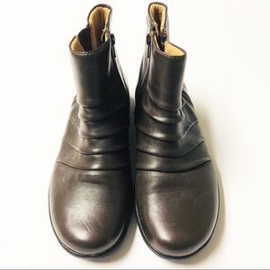Clarks Cushion Round Toe Brown Ankle Boots